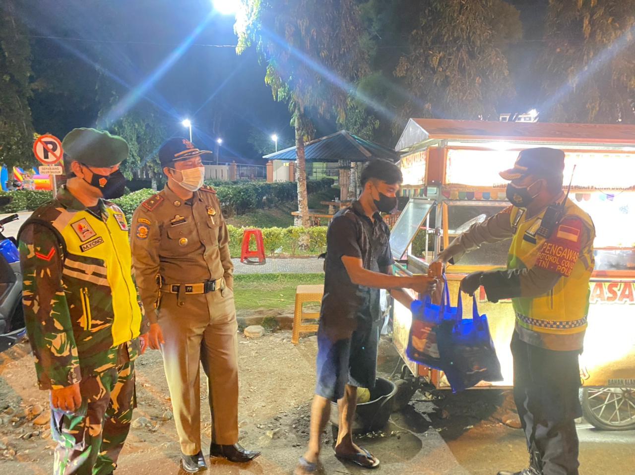 Patroli Berskala Besar dan Pembagian Sembako berlasung kondusif di Kabupaten Pasaman Barat